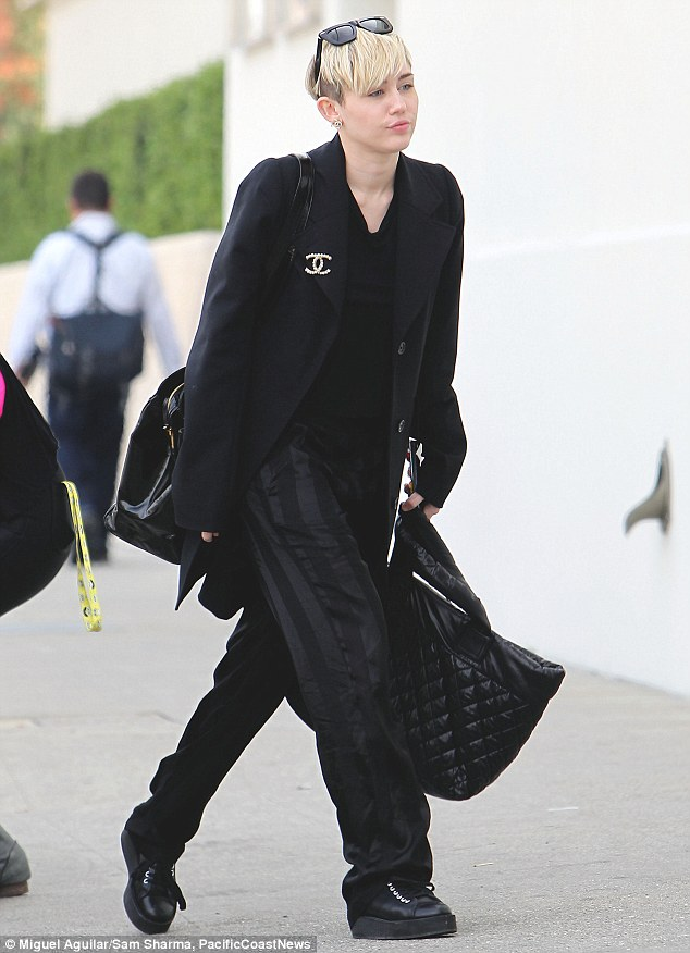 Miley Cyrus Is Elegant And Grown Up In Head To Toe Black