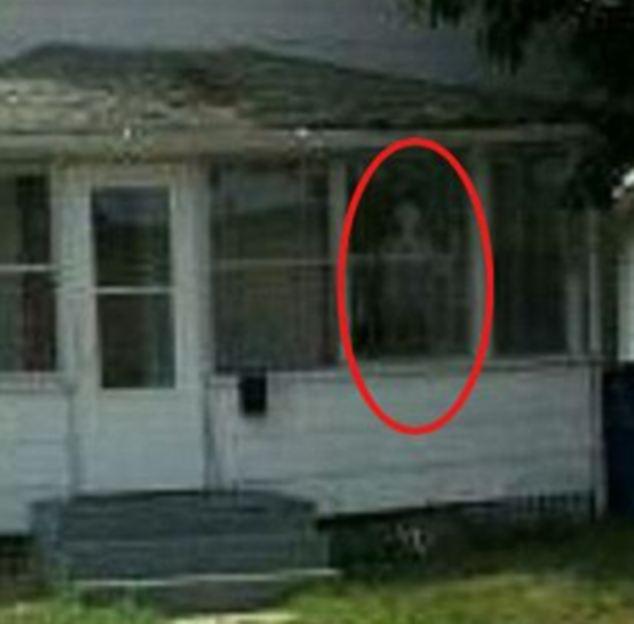 En 2012 una madre y sus tres hijos fueron supuestamente atormentados y poseídos por los demonios en esta casa.  Una figura fantasmal fue fotografiado en la ventana, y las grabaciones de audio se hicieron de voces fantasmales