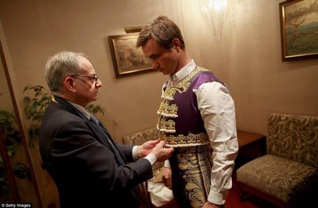 Η παραδοσιακή φορεσιά είναι εμπνευσμένη από το φόρεμα της 16ου και του 17ου αιώνα πολεμιστές οι οποίοι αντιμετωπίζουν το θάνατό τους