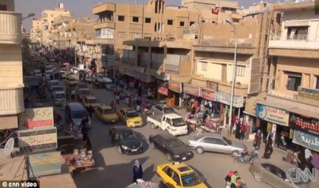ISIS se hizo cargo de la ciudad de Raqqa después que los rebeldes invadieron la ciudad en marzo de 2013.  Fue la primera capital de la provincia a caer bajo control de los rebeldes (foto archivo)