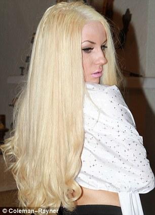 Courtney Stodden Returns To Her Signature Platinum Look