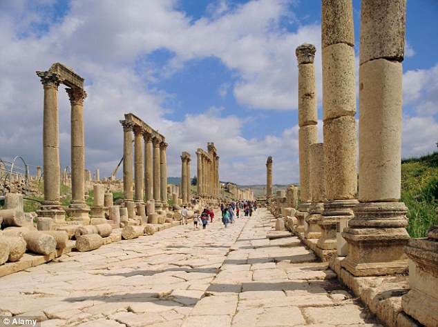 Path to glory: The column-lined Roman Cardo Maximus in Jerash