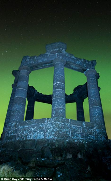 The view of the Northern Lights from Stonehaven War Mermorial in Aberdeen
