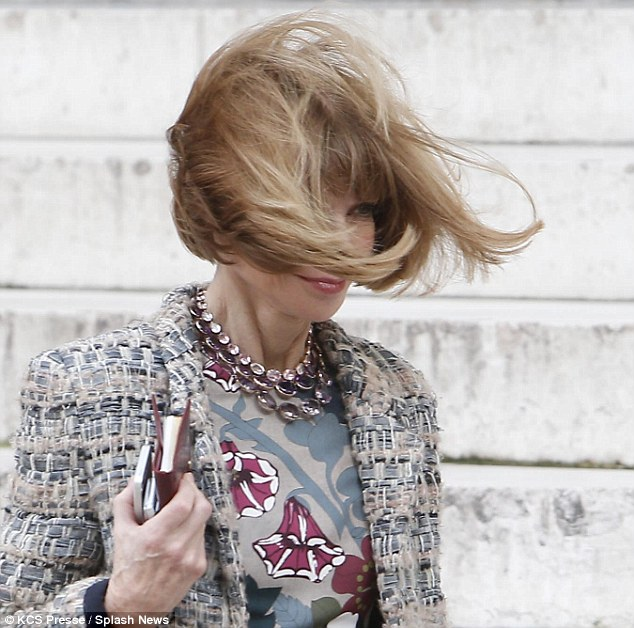 Anna Wintours Iconic Stiff Bob Gets The Windswept