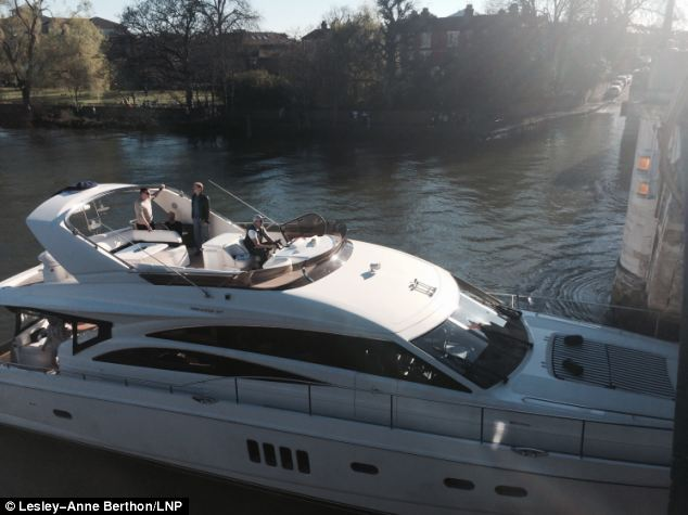 Luxury Yacht Smashes Into Richmond Bridge On The Thames