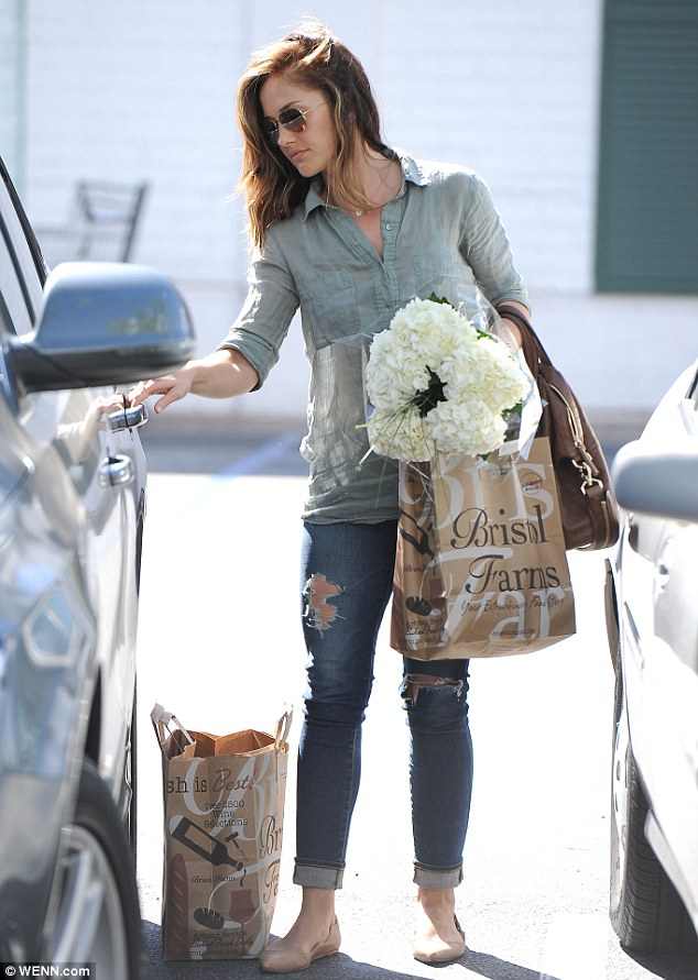 Minka Kelly Treats Herself To A Bouquet Of Flowers And A