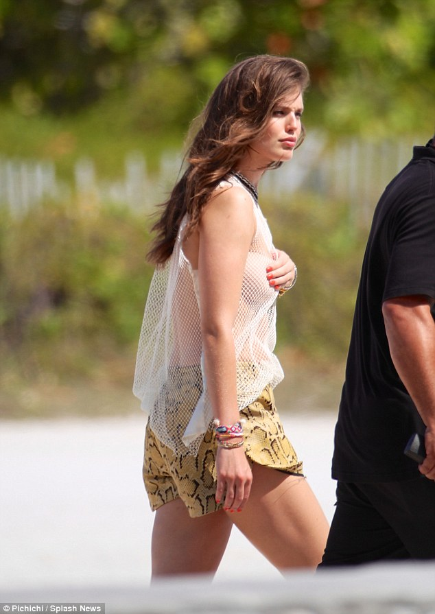 Jake Gyllenhaals Ex Emily DiDonato Displays Figure In