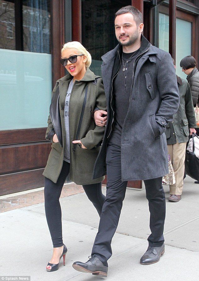 Pregnant Christina Aguilera Shows Off Baby Bump In Instagram Pic With Fianc Matt Rutler Daily