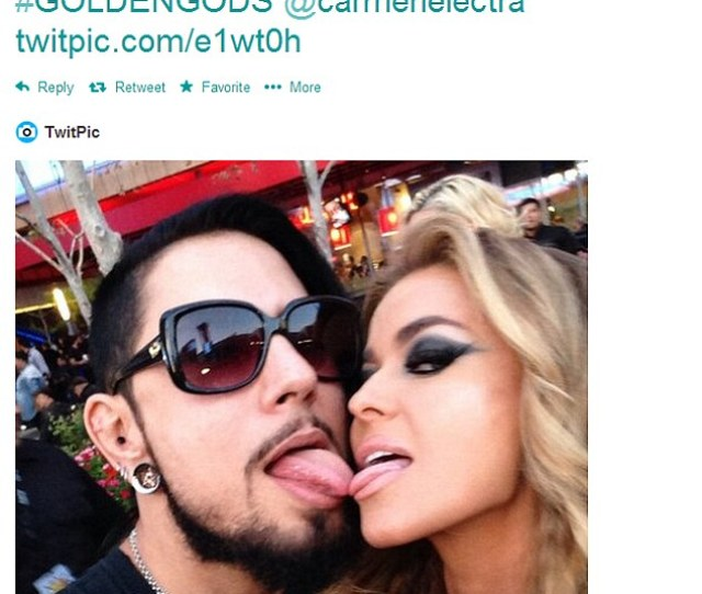 Extremely Amicable Exes Carmen Electra And Ex Husband Dave Navarro Touched Tongues At The