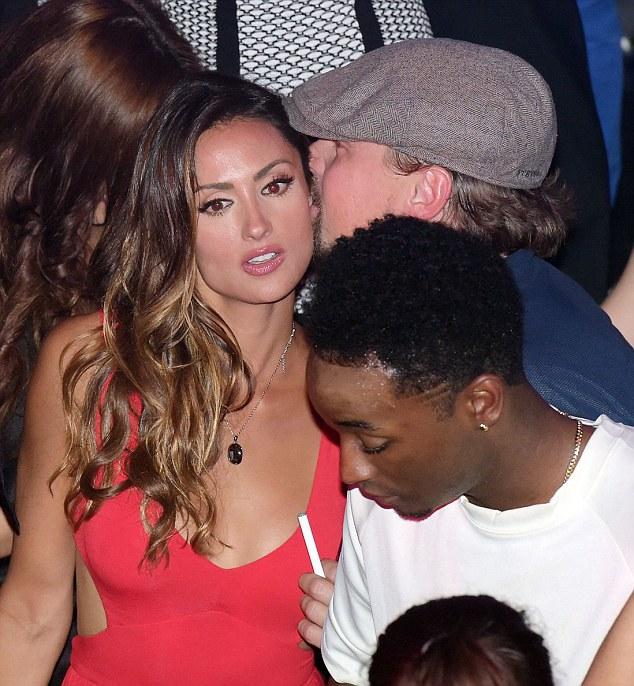 Apenas amigos?  Leonardo DiCaprio festejaram a noite toda com o modelo casado Katie Cleary na segunda-feira em Gotha boate em Cannes
