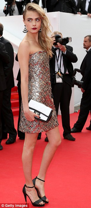 In the detail: The model wore a pair of fanned black and white earrings which matched her Chanel clutch bag