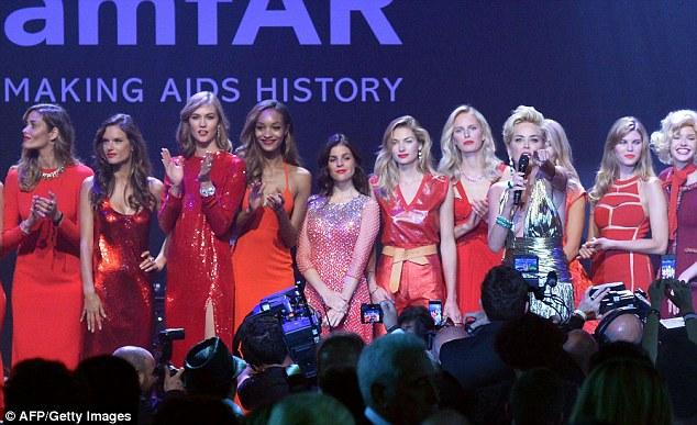 O que um line up: Algumas das mulheres mais bonitas do mundo ofereceram seus serviços para o evento