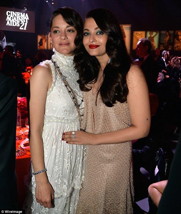 Senhoras da tela de prata: Marion Cotillard e Aishwarya Rai cosied para um piscar de olhos