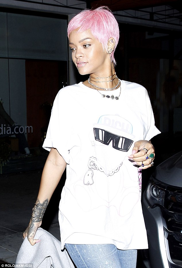 Rihanna Wears Short Pink Wig And Manages To Blend In With