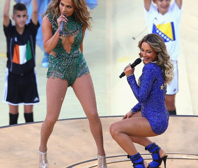 Joining Her On Stage Brazilian Pop Singer Claudia Leitte Also Gave J Lo A