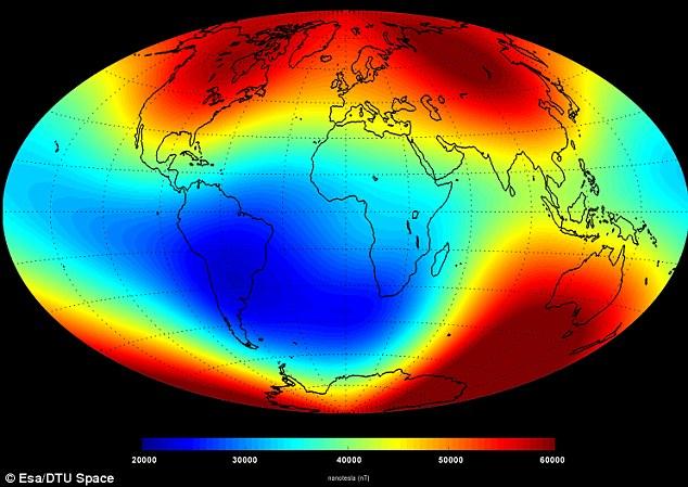"""Esta """"instantánea"""" del campo magnético principal en la superficie de la Tierra a partir de junio 2014 se basa en los datos del enjambre. Las mediciones están dominadas por la contribución del núcleo de la Tierra (alrededor del 95%), mientras que las contribuciones de otras fuentes (el manto, corteza, los océanos, la ionosfera y la magnetosfera) conforman el resto"""