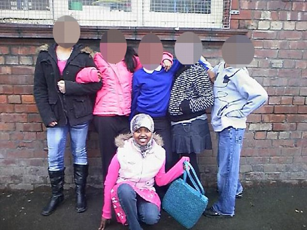 Zahra kneeling at the front when she was in Y6 at primary schl which is from the friend who supplied the Instagram pixn