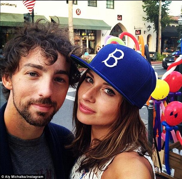 Two And A Half Men Star Aly Michalka Is Engaged To Stephen