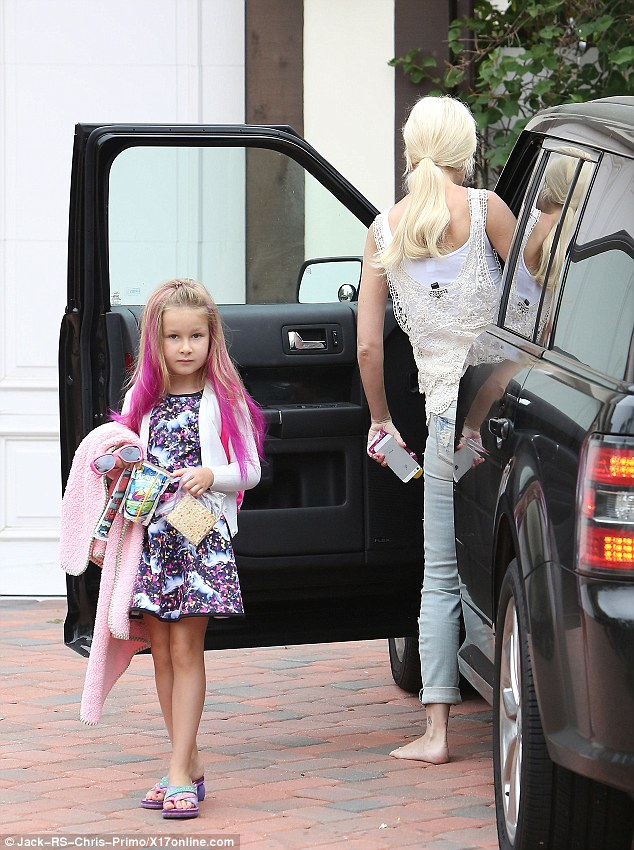 Tori Spelling Heads Out Of The House Barefoot With Pink