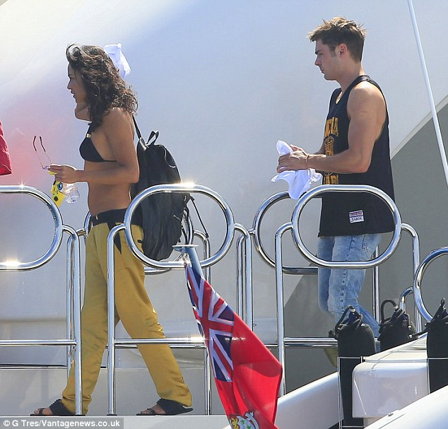Zac Efron And Michelle Rodriguez Soak Up Sun On Justin Biebers Ibiza Yacht Daily Mail Online