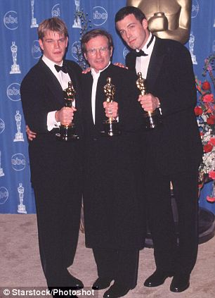 """Left to Right:<br /><br /><br /><br /><br /> MATT DAMON, American Actor, Winner of Best Original Screenplay for Good Will Hunting""""; ROBIN WILLIAMS, American Actor and Comedian, Winner of Best Supporting Actor and BEN AFFLECK American Actor, Winner of Best Original Screenplay for Good Will Hunting"""". At the 70th Academy Awards in Los Angeles.<br /><br /><br /><br /><br /> Bandphoto Agency Photo<br /><br /><br /><br /><br /> B55 052181   23.03.1998"""