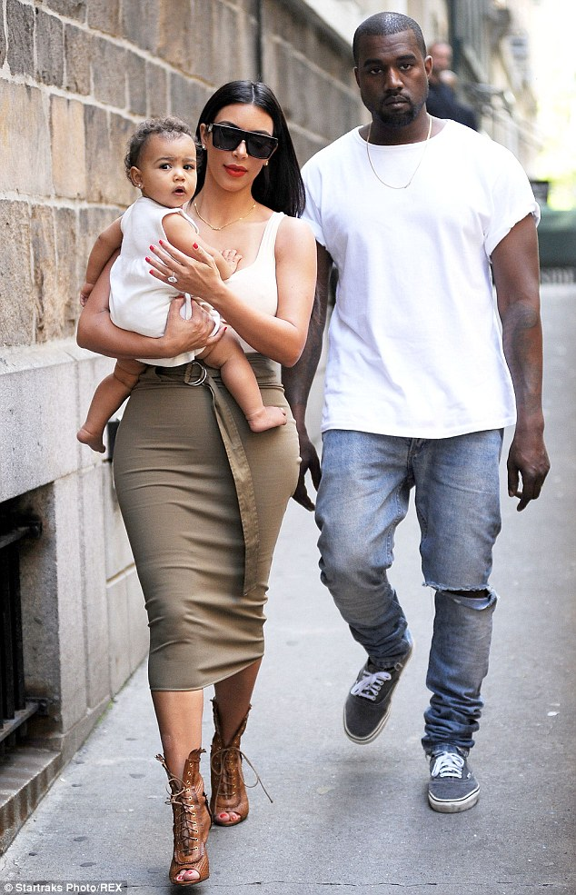 Kim Kardashian Lavishes Praise On Kanye West As She Describes Norths First Steps Daily Mail