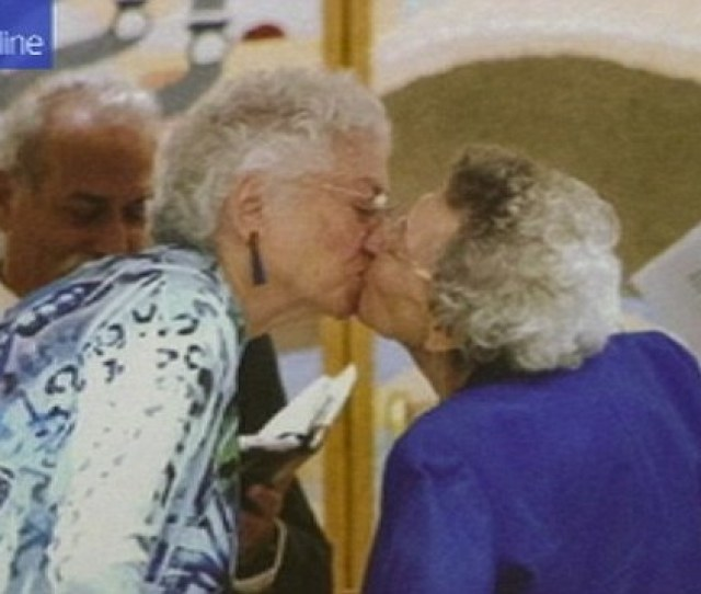 Lesbian Couple In Their 90s Finally Marry After 72 Years Together Daily Mail Online