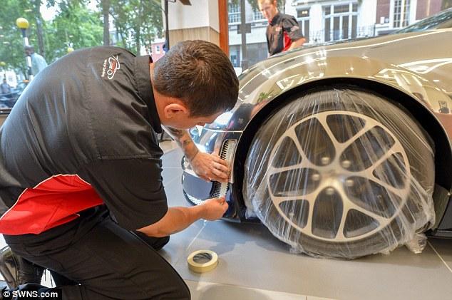 Bugatti Veyron Gets 3000 Paint Job That Uses MICROSCOPE