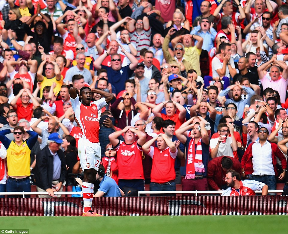 Danny Welbeck's frustrations are reflected by the crowd as player and supporters alike put their head in their hands after the missed opportunity