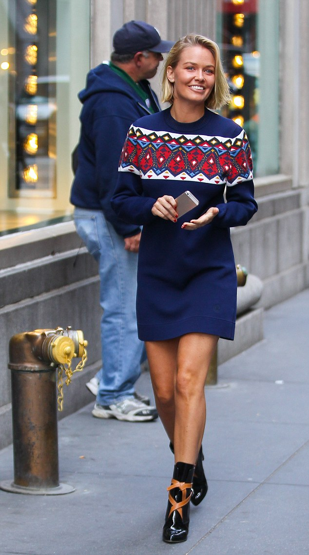 Radiant Looking Lara Spotted Shopping In New York Wearing