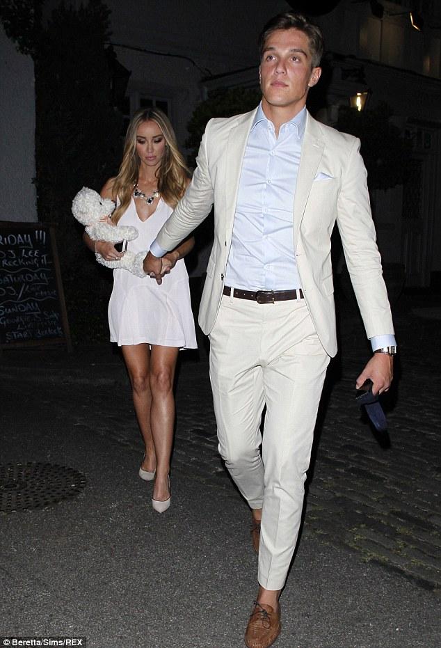 TOWIEs Lauren Pope Celebrates Birthday Without Boyfriend Lewis Bloor Daily Mail Online