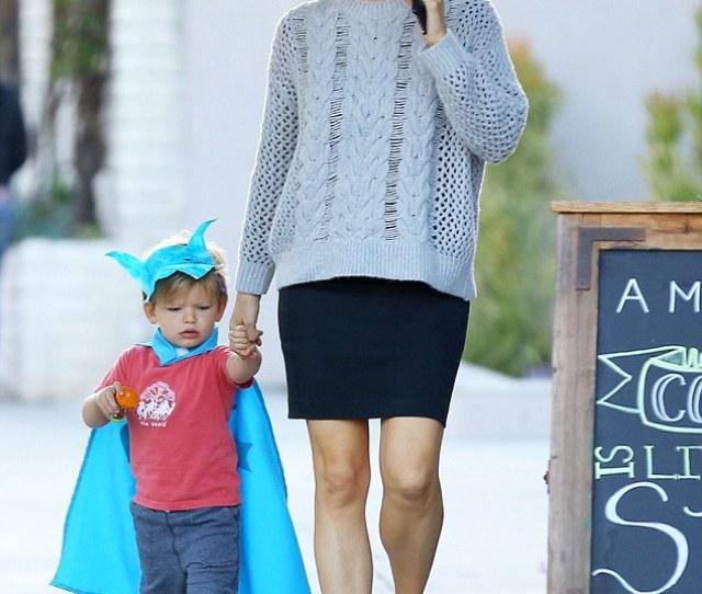 Batboy Jennifer Garner 42 Was Spotted Out With Her Little Boy Samuel