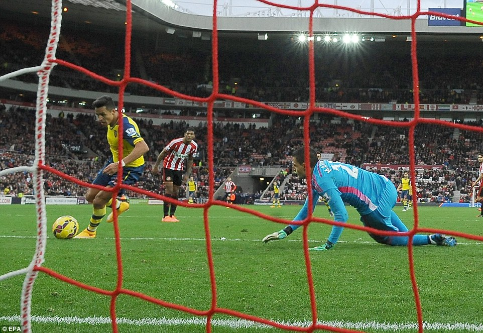 Sanchez takes advantage and makes it 2-0 on Saturday against Sunderland, who were left teetering about the relegation zone