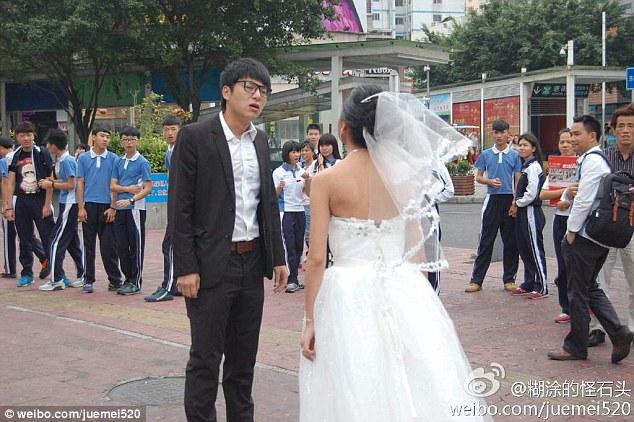 https://i2.wp.com/i.dailymail.co.uk/i/pix/2014/10/29/1414621418077_wps_15_Crying_chinese_bride_disg.jpg?w=640