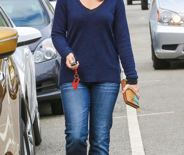 Taking A Day Off From Dresses Kristin Davis Hid Her Figure In Unflattering Mom Jeans