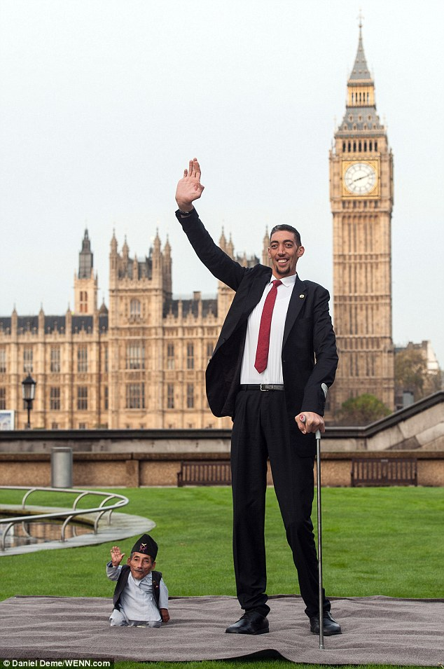 Shortest Man Ever 215ins Meets Tallest Living Person