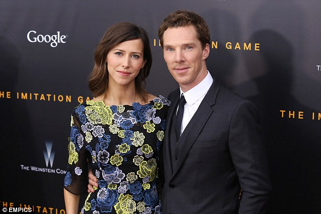 https://i2.wp.com/i.dailymail.co.uk/i/pix/2014/11/21/23426DE100000578-0-Happy_couple_Benedict_Cumberbatch_proposed_to_Sophie_Hunter_with-2_1416575474249.jpg