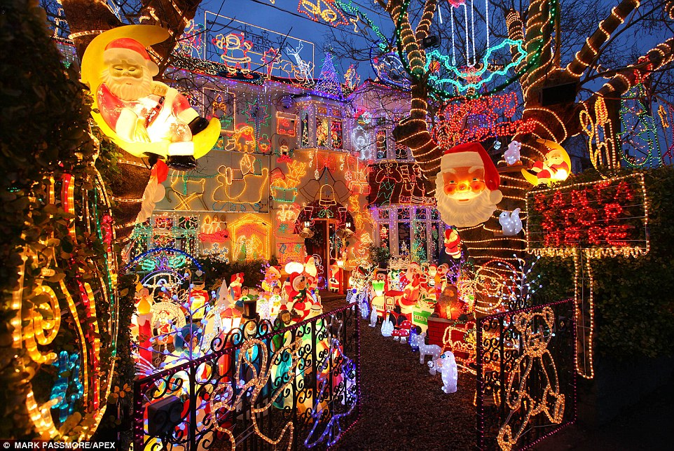 Britains Biggest Christmas Lights Display In Wiltshire Is