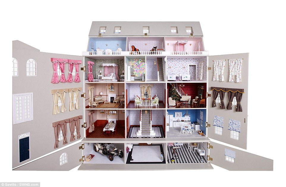 Wooden Barbie Doll House Five Bedrooms