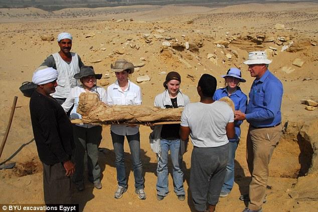 Plus de 1 700 corps ont été retrouvés sur le site de 300 acres depuis qu'il a été découvert il ya 30 ans
