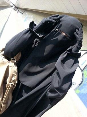 Las chicas se cree que han estado viviendo en la ciudad de Raqqa