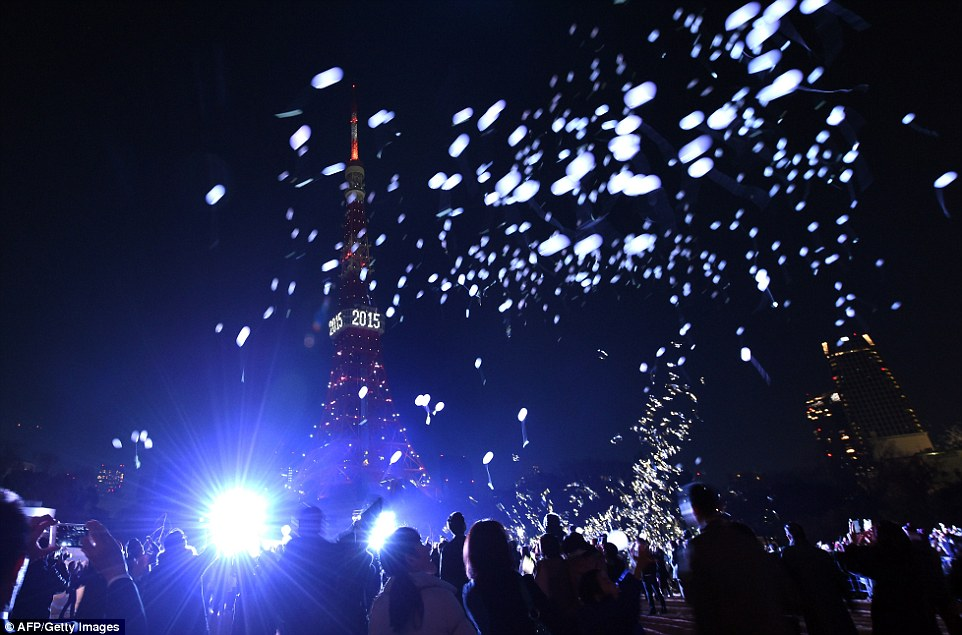 Konnichiwa 2015: Some 2,000  people release balloons beside the Tokyo Tower to celebrate the New Year in the Japanese capital