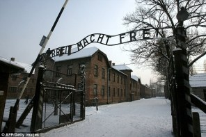 Afbeeldingsresultaat voor The twins Eva and Miriam Mozes survived Auschwitz Kor