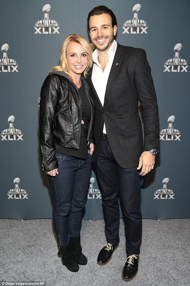 Mi otra fecha: Britney llegó a jugar con novio Charlie Ebersol