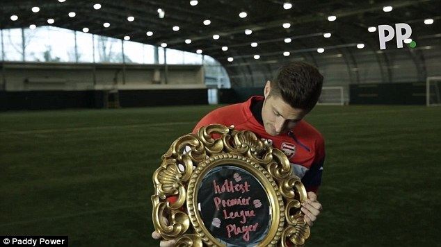 Giroud inspects Paddy Power's golden mirror award after being named the league's best looking player