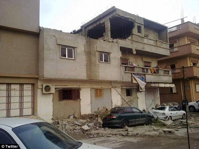Destruidos: Hubo al menos siete ataques en Derna, en el este del país, que se ha convertido en un semillero de extremismo islámico desde que el dictador libio Muammar Gaddafi fue derrocado en 2011