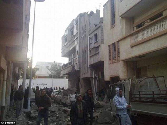 Fightback: fuerza aérea de Libia también lanzó ataques en la ciudad oriental de Darna, que fue tomado por un afiliado es el año pasado