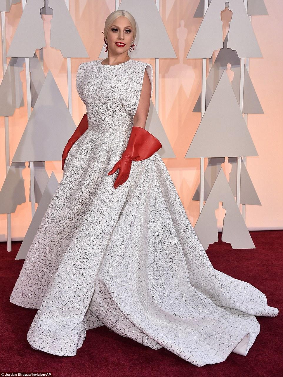 https://i2.wp.com/i.dailymail.co.uk/i/pix/2015/02/23/25F7F21600000578-2964465-Lady_Gaga_wears_three_custom_made_Azzedine_Ala_a_pieces_his_firs-a-5_1424674282991.jpg