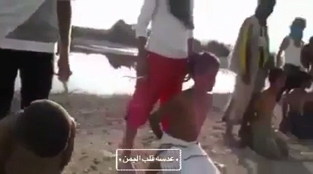youtube shows mexican mans beheading Mexican cartels are killing with impunity, women, children,  in mexico , a man was executed by mexican drug cartel we do not know by: sentynelle (25230) .