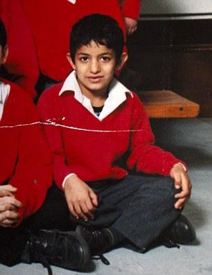 Londres colegial: Mohammed Emwazi, ahora conocido como yihadista Juan, en una foto de la escuela a partir de 1996